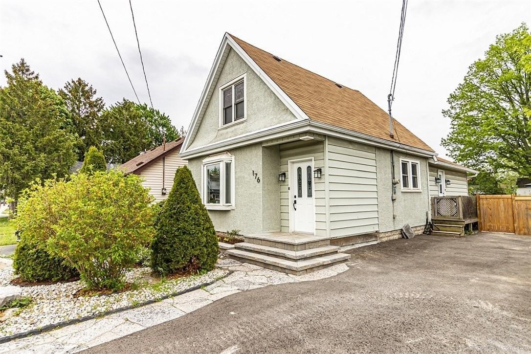 House for sale at 176 Brucedale Ave E Hamilton Ontario - MLS: H4078814