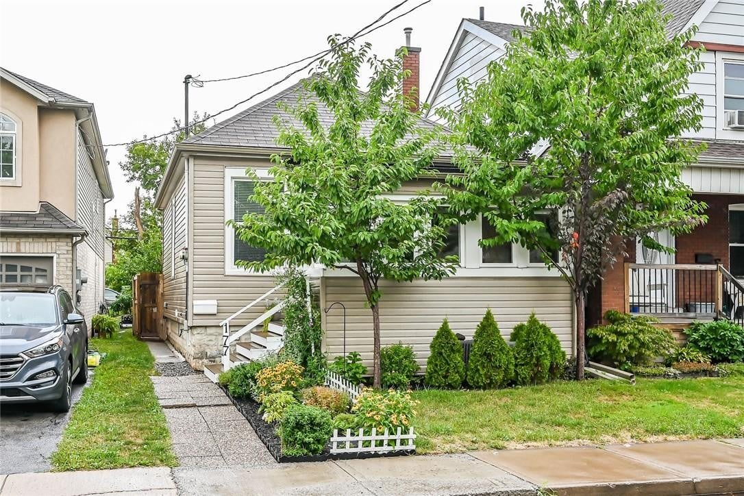 House for sale at 177 Kensington Ave N Hamilton Ontario - MLS: H4084317