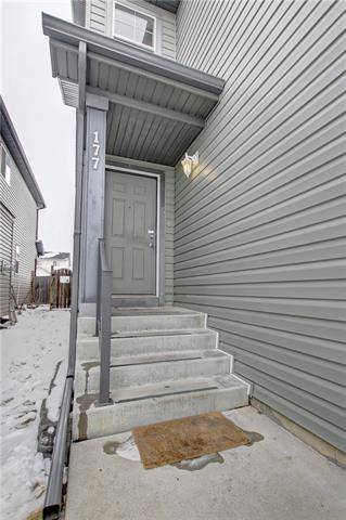177 Saddlecrest Place Northeast, Calgary   Image 2
