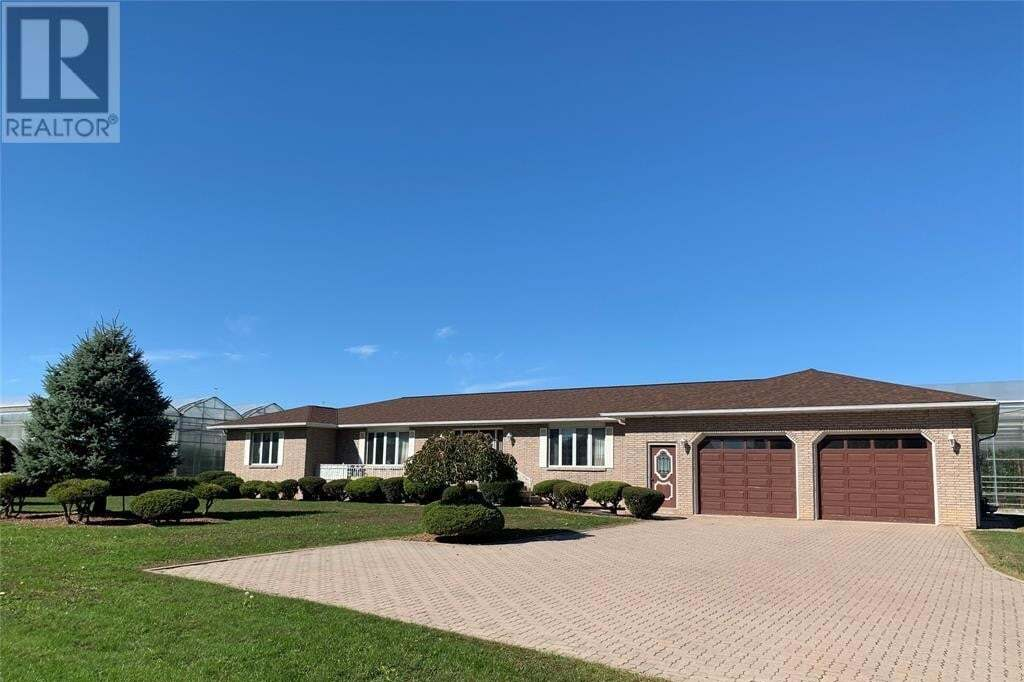 House for sale at 1778 Seacliff Dr Kingsville Ontario - MLS: 20013938