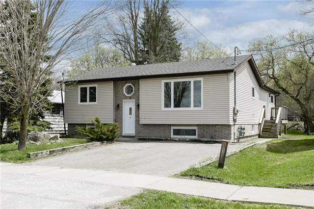 For Sale: 179 Elizabeth Street, Midland, ON   3 Bed, 2 Bath Townhouse for $399,900. See 12 photos!