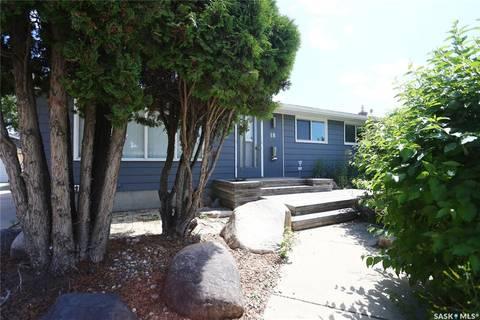 House for sale at 18 Albany Cres Saskatoon Saskatchewan - MLS: SK798260