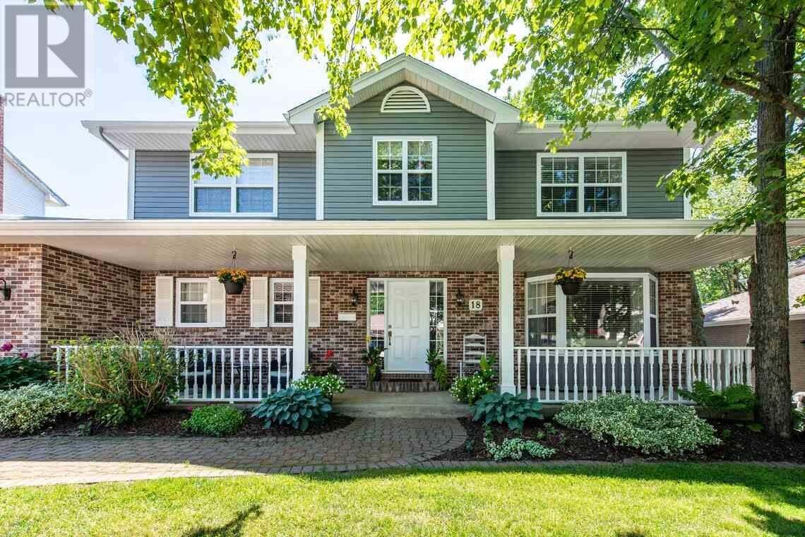 House for sale at 18 Ambercrest Dr Bedford Nova Scotia - MLS: 202012591