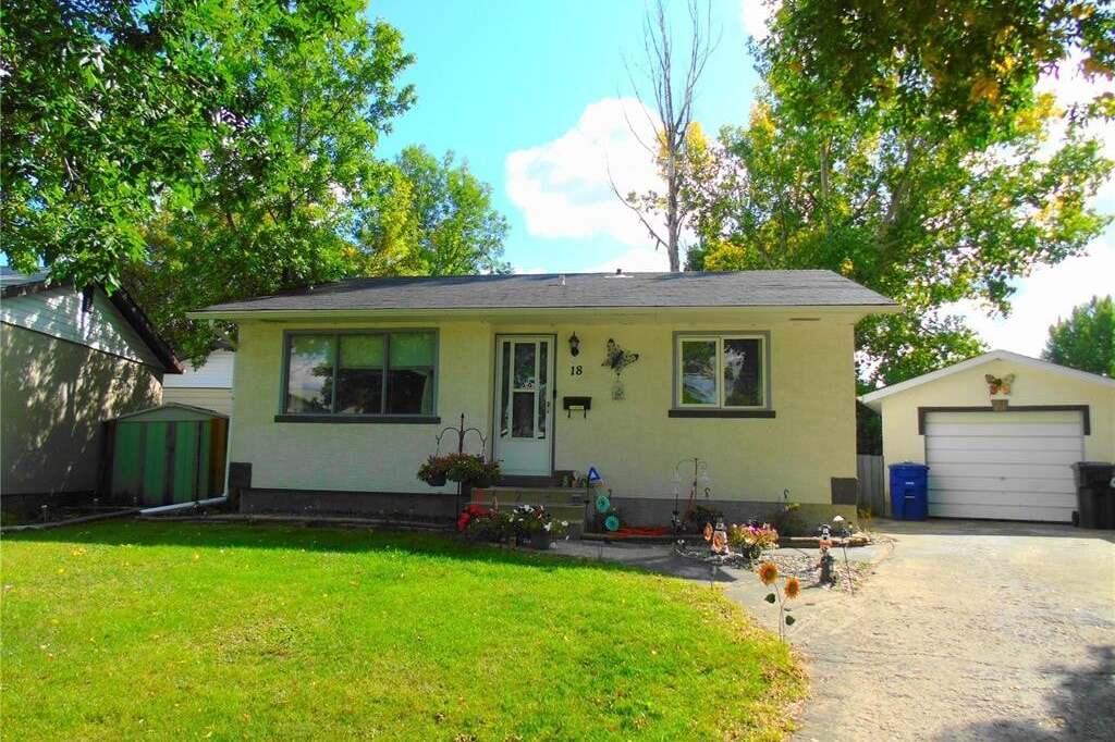 House for sale at 18 Confederation Cres Saskatoon Saskatchewan - MLS: SK808464