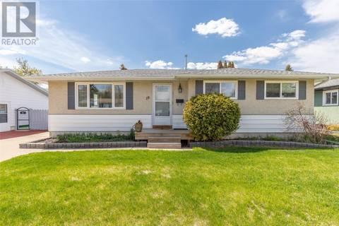 House for sale at 18 Dumont Cres Saskatoon Saskatchewan - MLS: SK772689