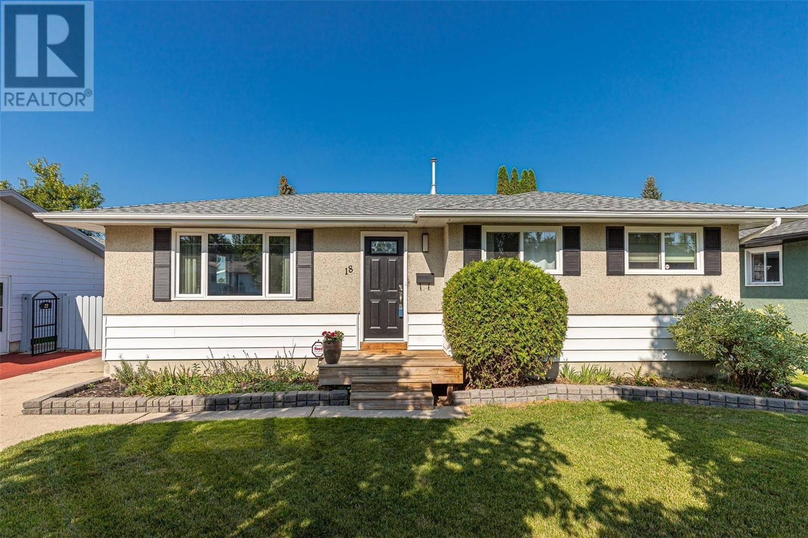 House for sale at 18 Dumont Cres Saskatoon Saskatchewan - MLS: SK783033