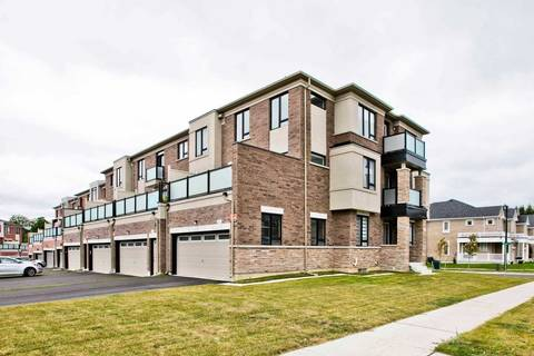 Townhouse for sale at 18 Durblee Ave Aurora Ontario - MLS: N4566118