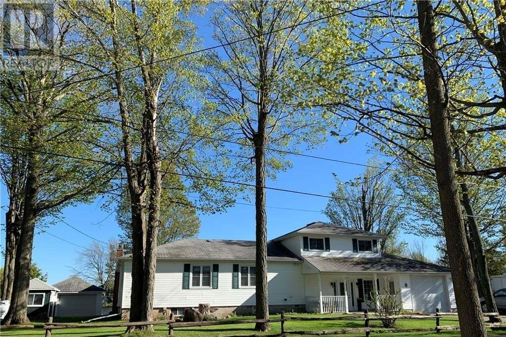 House for sale at 18 Edgewater Dr Ennismore Township Ontario - MLS: 249373