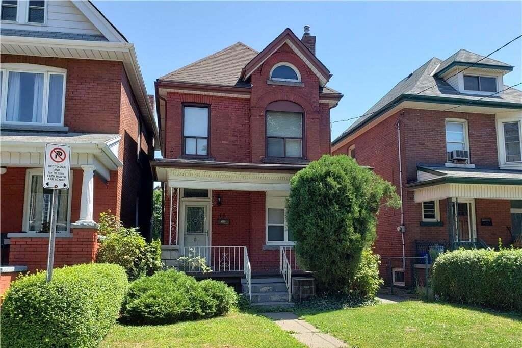 Townhouse for sale at 18 Fairholt Rd N Hamilton Ontario - MLS: H4084588