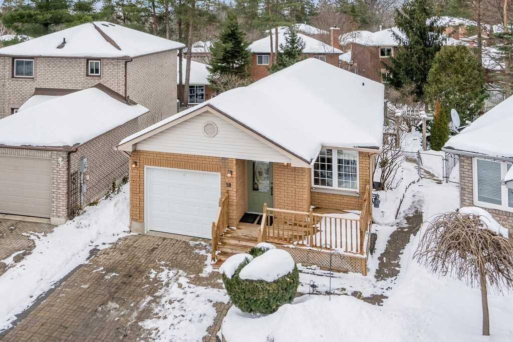 House for sale at 18 Geddes Crescent Barrie Ontario - MLS: S4313276