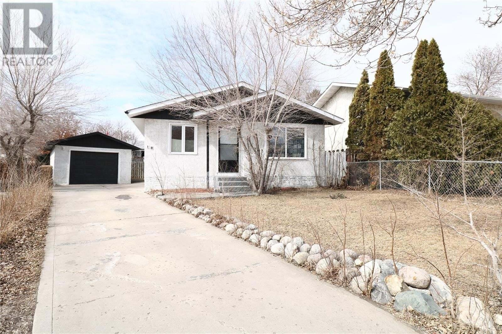 House for sale at 18 Hyland Cres Regina Saskatchewan - MLS: SK827162