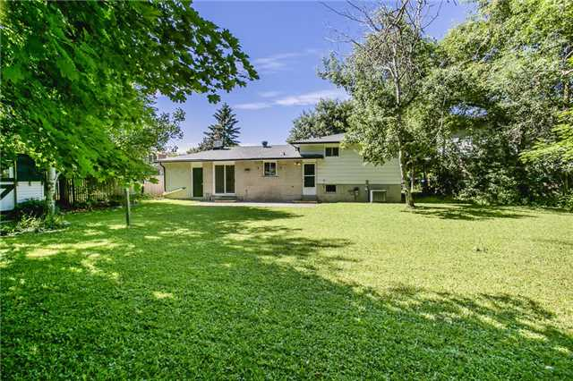 For Sale: 18 Jills Court, Barrie, ON | 3 Bed, 2 Bath House for $519,000. See 10 photos!