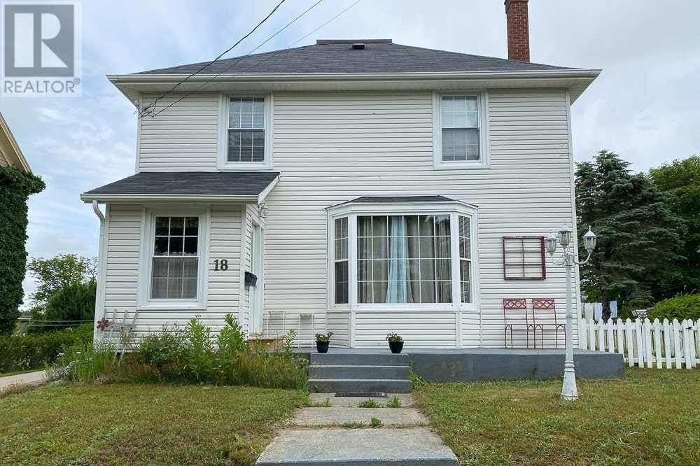 House for sale at 18 Porter St Yarmouth Nova Scotia - MLS: 202012302