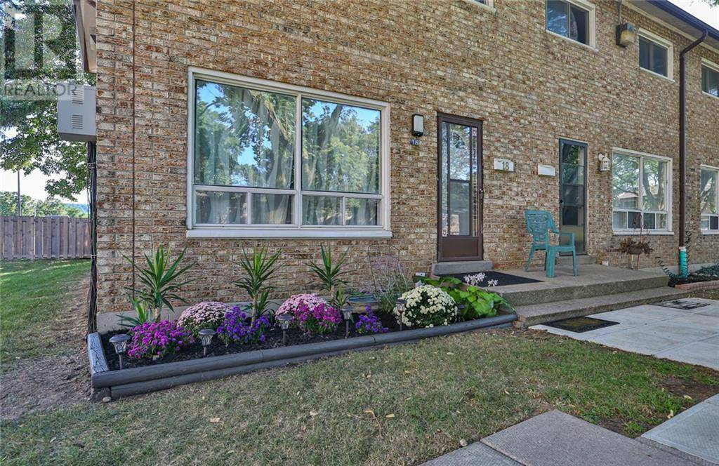 Townhouse for sale at 18 Riverdale Dr Hamilton Ontario - MLS: 30765138