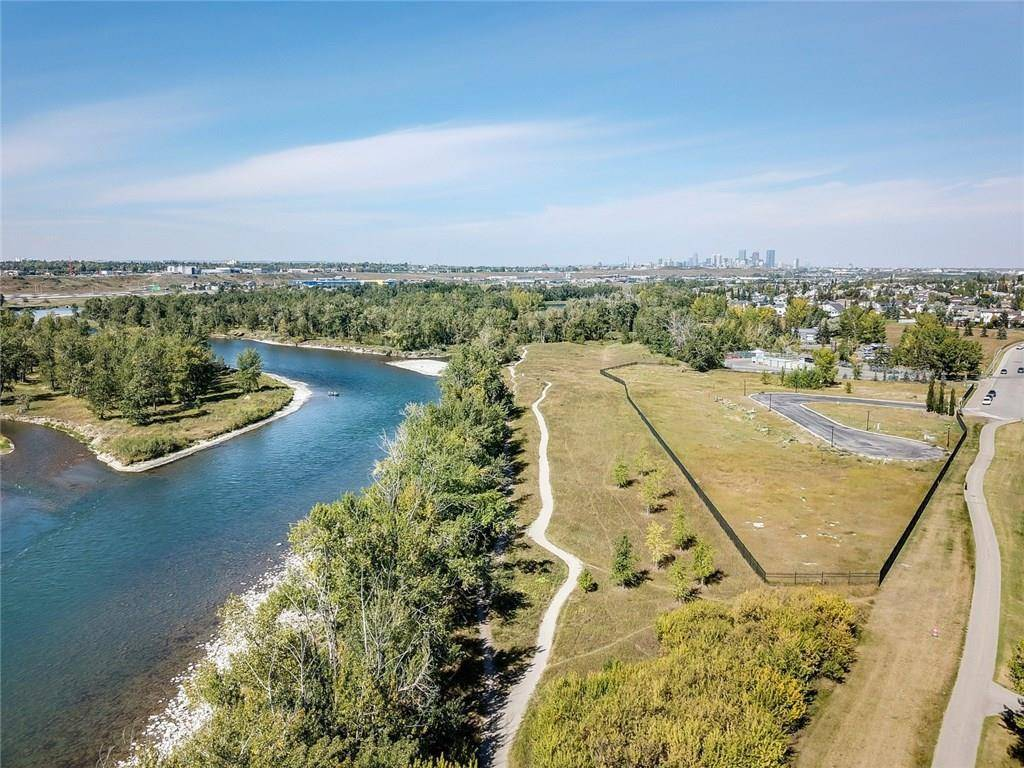 Home for sale at 18 Riverview Landng Se Riverbend, Calgary Alberta - MLS: C4203959