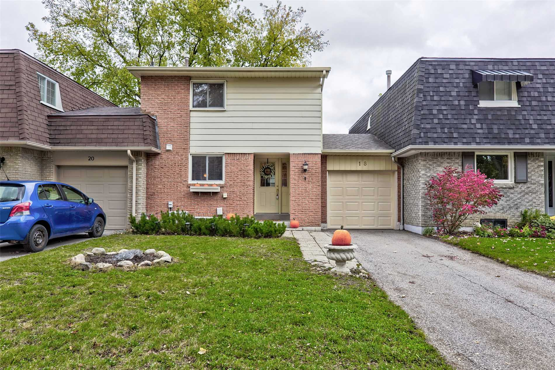 House for sale at 18 St Andrews Court Aurora Ontario - MLS: N4328838