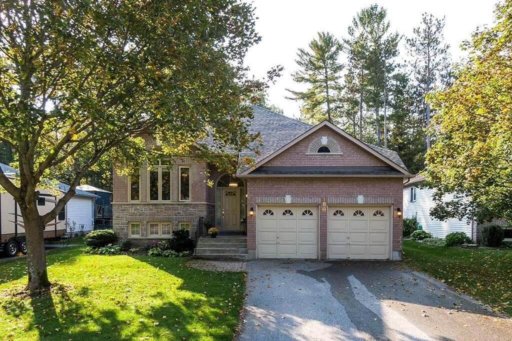 House for sale at 180 Fernbrook Dr Wasaga Beach Ontario - MLS: 40027721