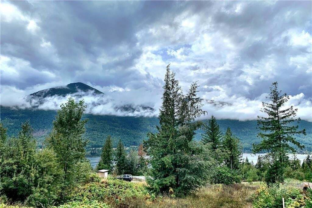 Residential property for sale at 180 Lakeview Dr Nelson British Columbia - MLS: 2450688