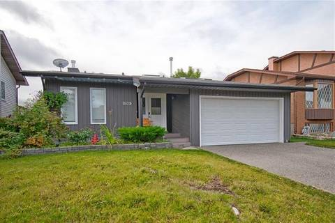 House for sale at 1809 Meadowbrook Dr Southeast Airdrie Alberta - MLS: C4268391