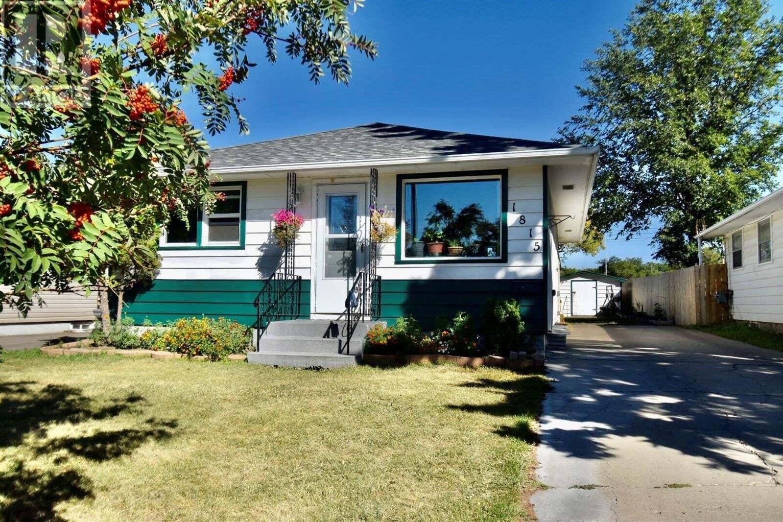 House for sale at 1815 Regent St Regina Saskatchewan - MLS: SK825928