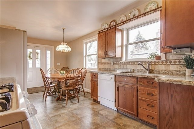For Sale: 182 Parkston Court, Richmond Hill, ON   3 Bed, 2 Bath House for $939,900. See 17 photos!