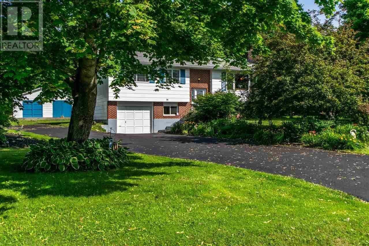 House for sale at 183 Pinetree Cres Hammonds Plains Nova Scotia - MLS: 202013833