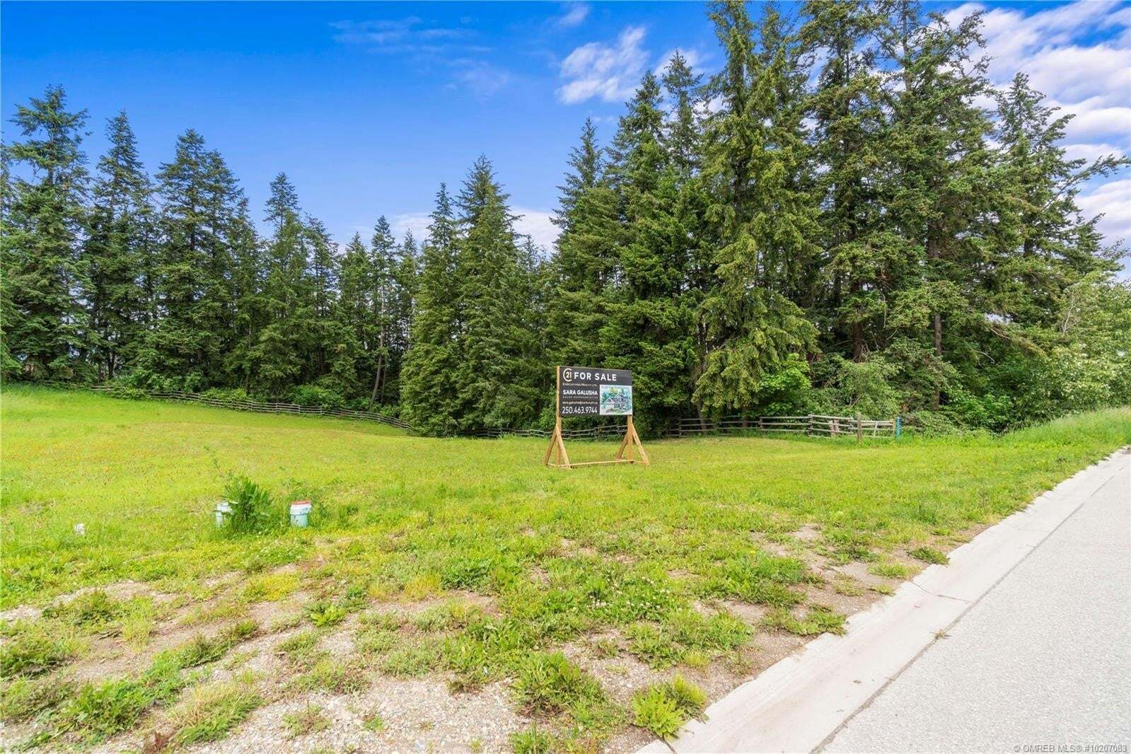 Residential property for sale at 1831 22 St Northeast Salmon Arm British Columbia - MLS: 10207083