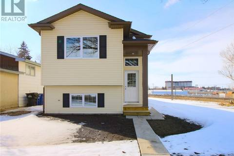 Townhouse for sale at 1831 D Ave N Saskatoon Saskatchewan - MLS: SK804167