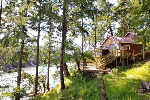 House for sale at 1841 Sturdies Bay Rd Galiano Island British Columbia - MLS: R2371795