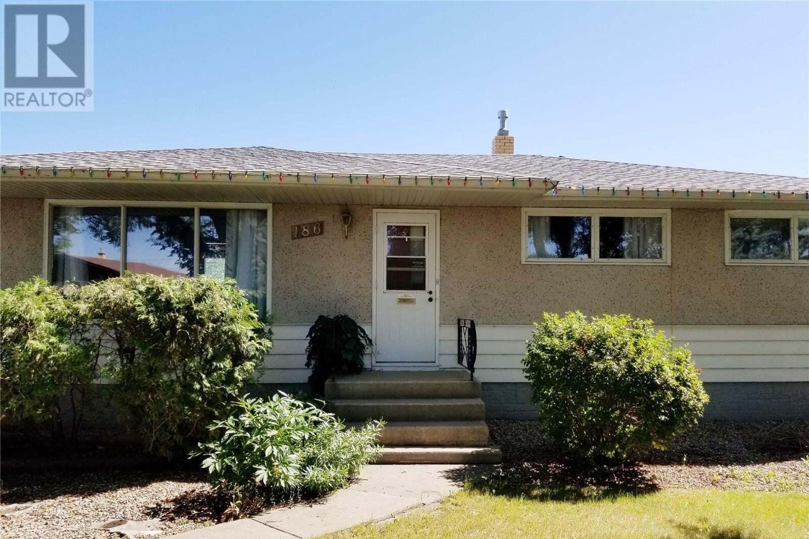 House for sale at 186 Froom Cres Regina Saskatchewan - MLS: SK820803