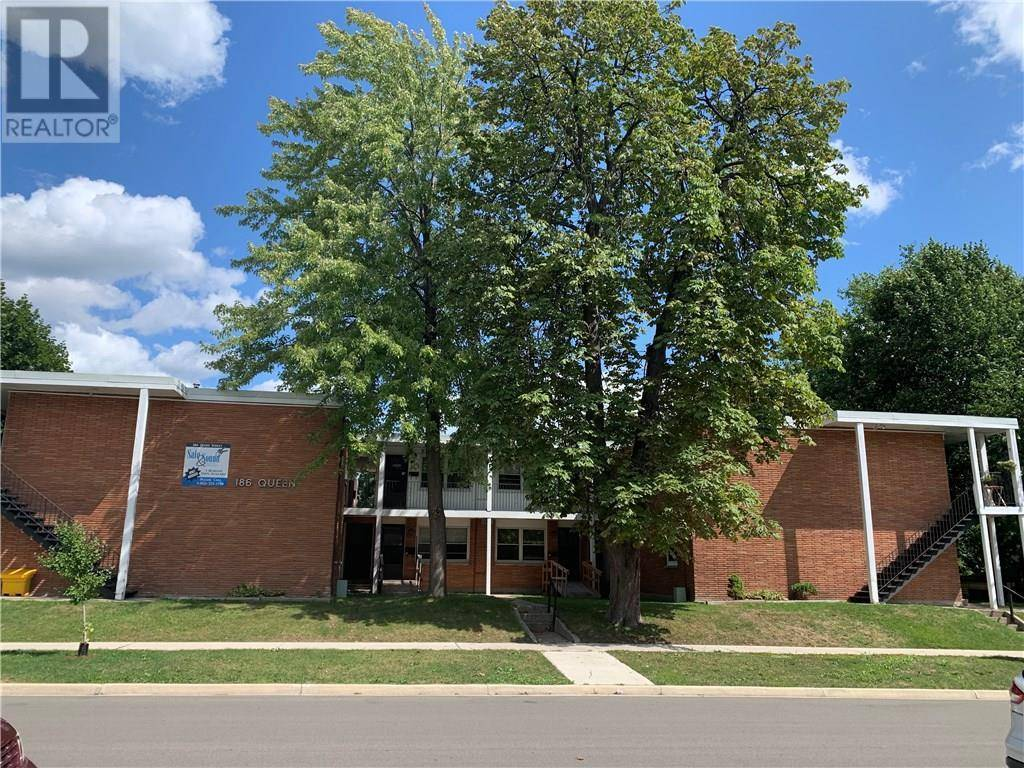 Townhouse for sale at 186 Queen St Sarnia Ontario - MLS: 30766833