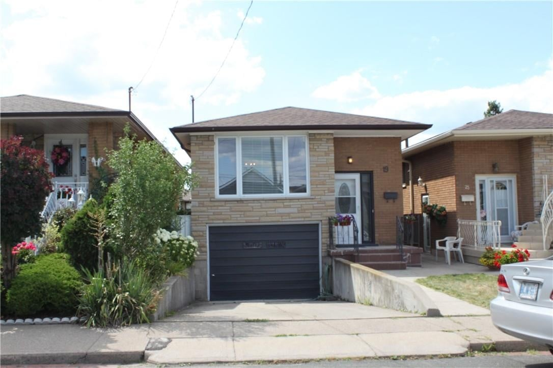 House for rent at 19 Delena Ave N Hamilton Ontario - MLS: H4083196