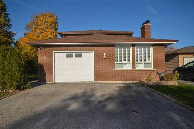 Sold: 19 Maurino Court, Bradford West Gwillimbury, ON