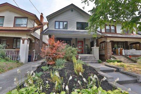 House for sale at 19 Oakdene Cres Toronto Ontario - MLS: E4934183