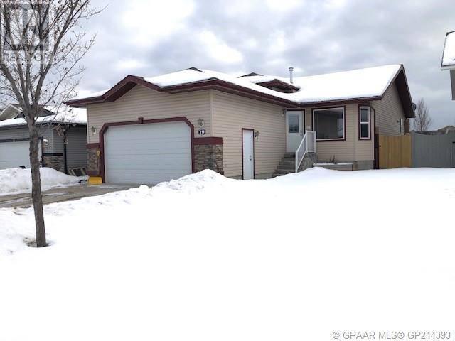 House for sale at 19 Pinnacle Rd Grande Prairie Alberta - MLS: GP214393
