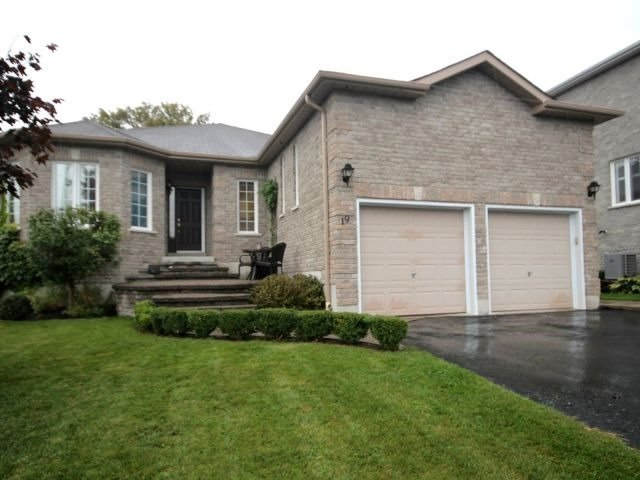 For Sale: 19 Tascona Court, Barrie, ON | 2 Bed, 4 Bath House for $719,000. See 18 photos!
