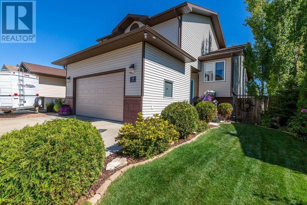 House for sale at 19 Vista Cs Se Medicine Hat Alberta - MLS: mh0177764