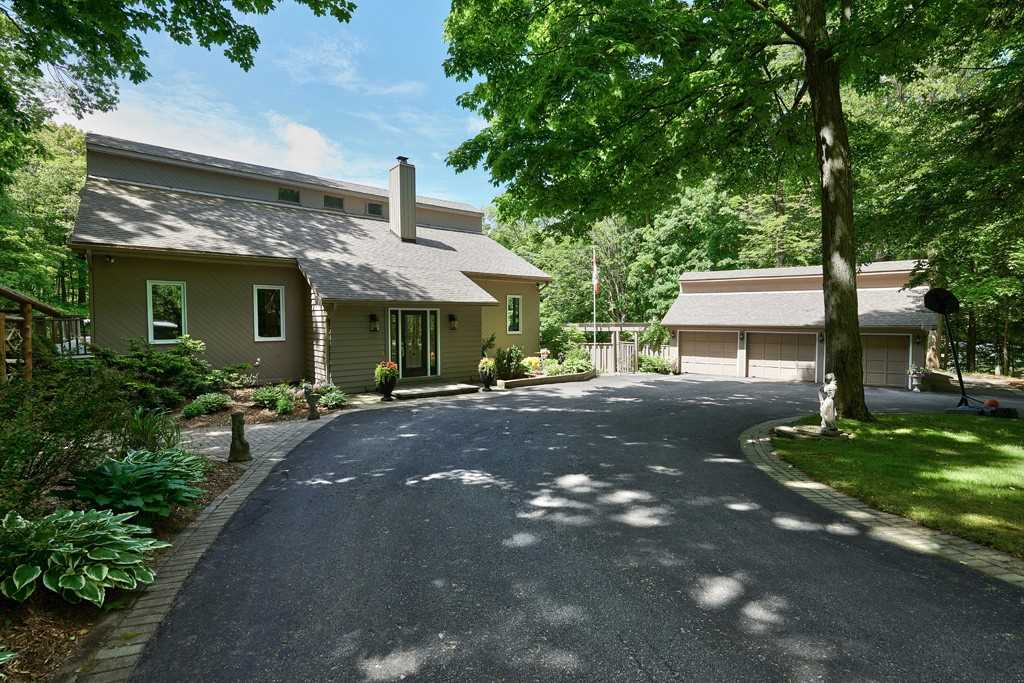 For Sale: 19 Woodland Crescent, Oro Medonte, ON   4 Bed, 4 Bath House for $890000.00. See 38 photos!