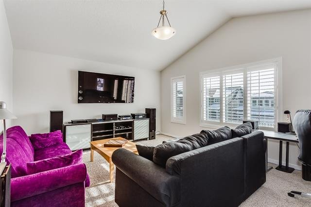 For Sale: 190 Reunion Green Northwest, Airdrie, AB | 4 Bed, 2 Bath House for $539,900. See 39 photos!