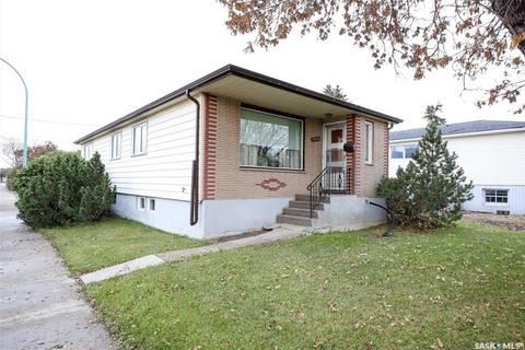 House for sale at 1901 Broder St Regina Saskatchewan - MLS: SK789309