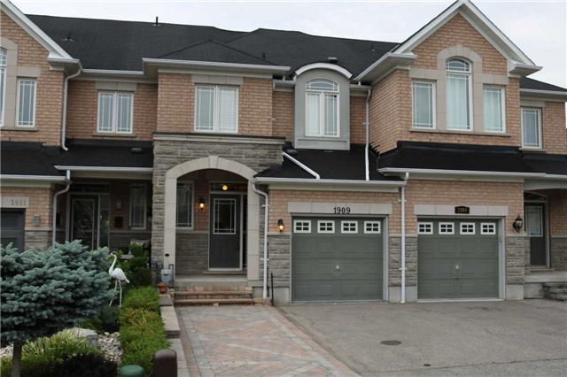 For Rent: 1909 Calvington Drive, Pickering, ON   3 Bed, 3 Bath Townhouse for $2,100. See 1 photos!