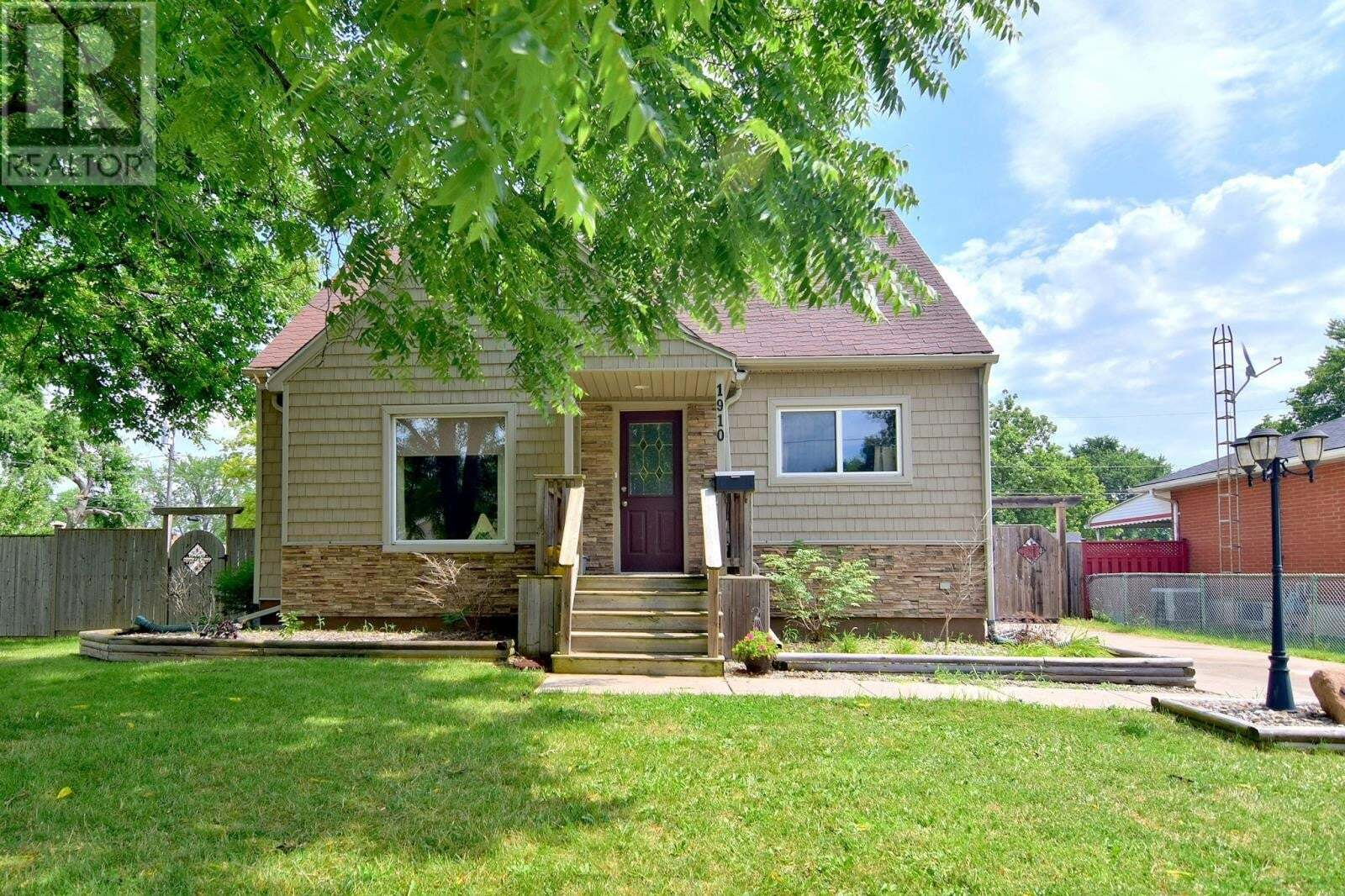 House for sale at 1910 Buckingham Dr Windsor Ontario - MLS: 20009490