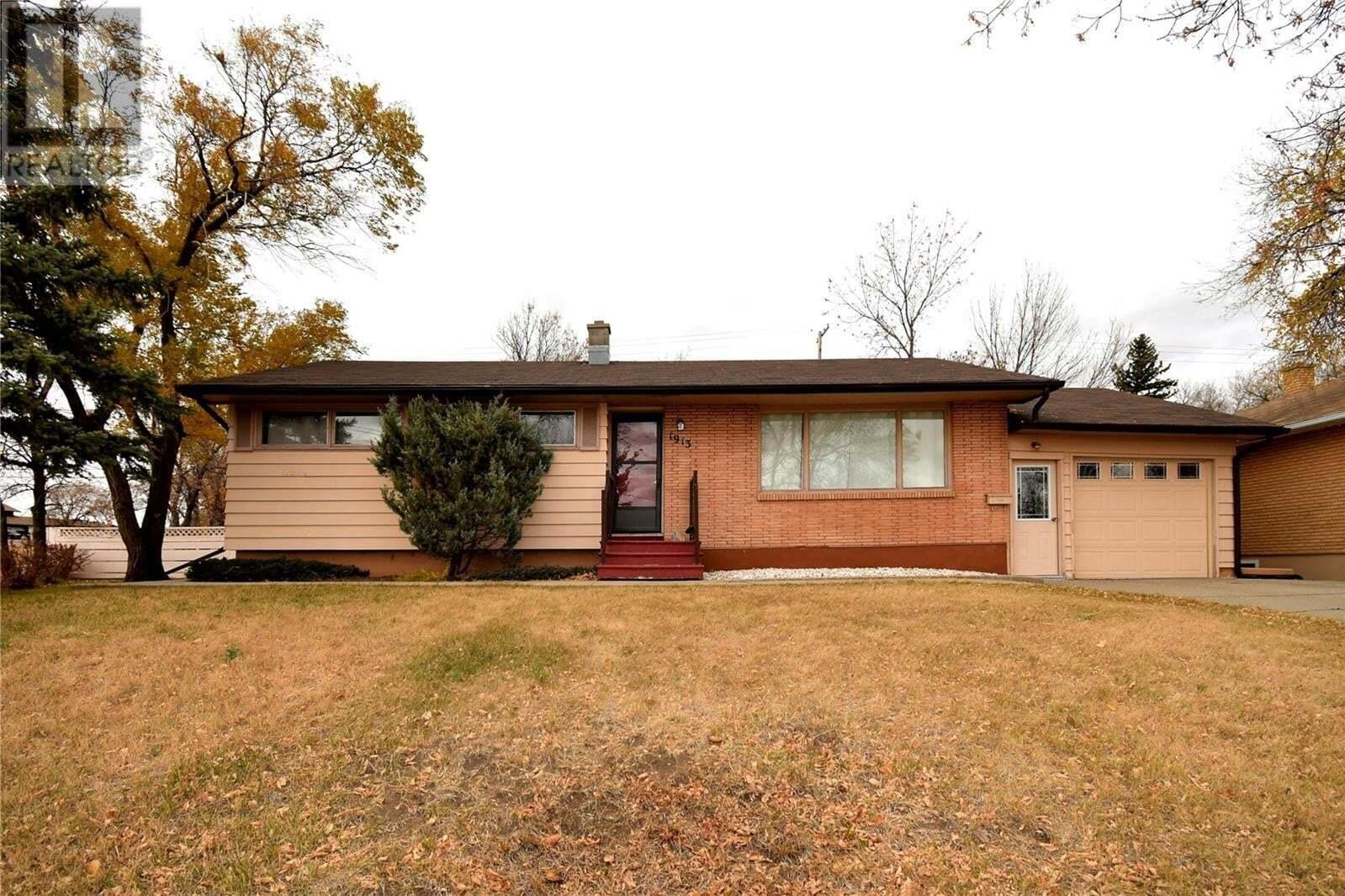 House for sale at 1913 Westview Pl Estevan Saskatchewan - MLS: SK830202