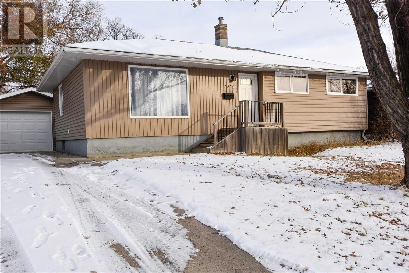 House for sale at 1920 Dyer Rd Estevan Saskatchewan - MLS: SK831469