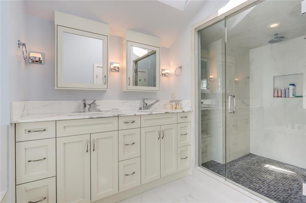 For Sale: 1923 44 Avenue Southwest, Calgary, AB   4 Bed, 4 Bath House for $1,325,000. See 49 photos!
