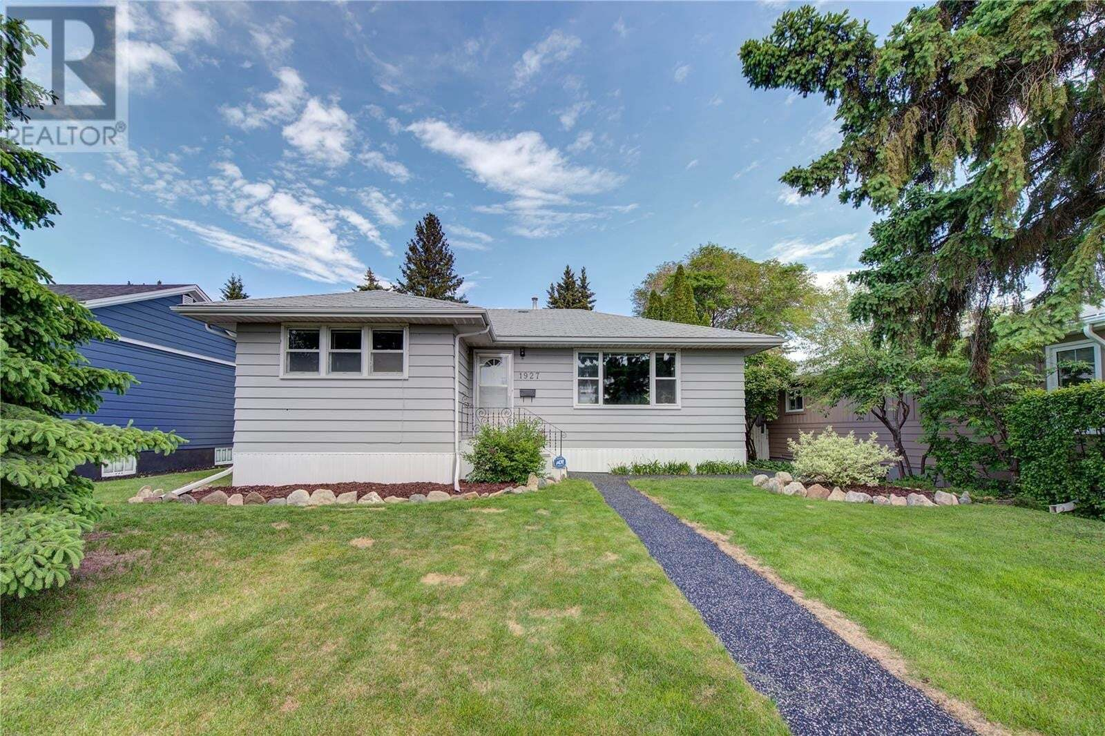 House for sale at 1927 Munroe Ave Saskatoon Saskatchewan - MLS: SK819481