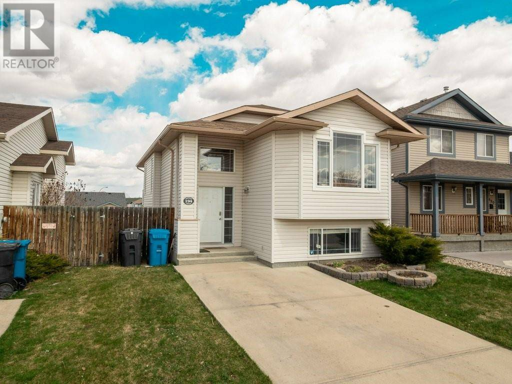 House for sale at 194 Heritage Ct W Lethbridge Alberta - MLS: ld0192576
