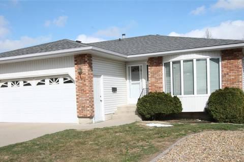 Townhouse for sale at 194 Lister Kaye Cres Swift Current Saskatchewan - MLS: SK770566