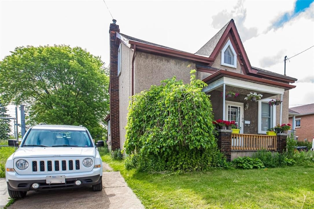 Residential property for sale at 194 Queen St N Hamilton Ontario - MLS: H4077928