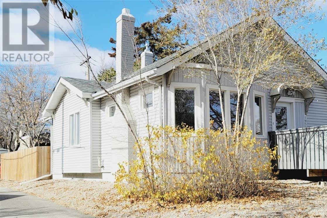 House for sale at 1956 Elphinstone St Regina Saskatchewan - MLS: SK830708